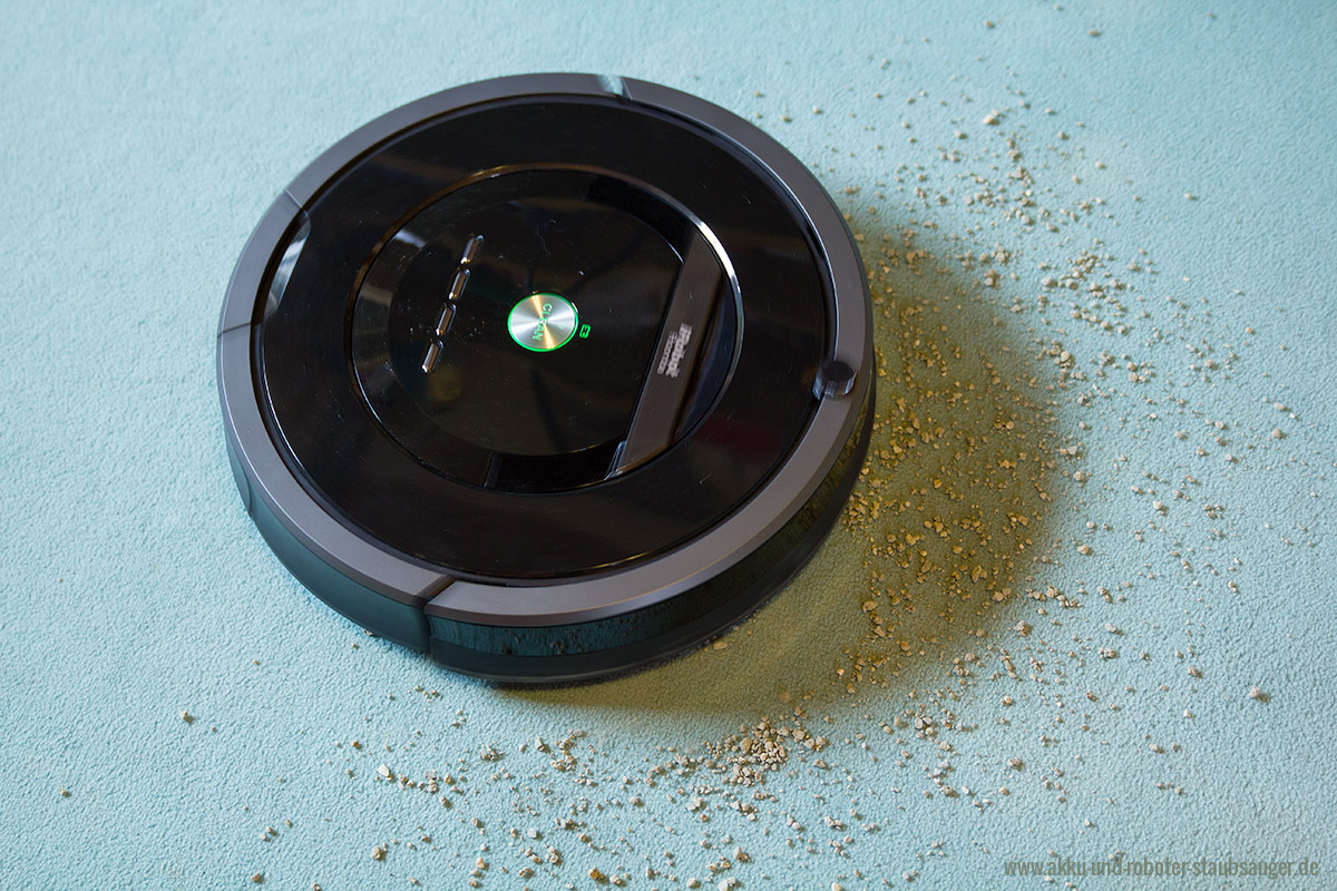 Roomba 880 reinigt Teppich  Akku und RoboterStaubsauger